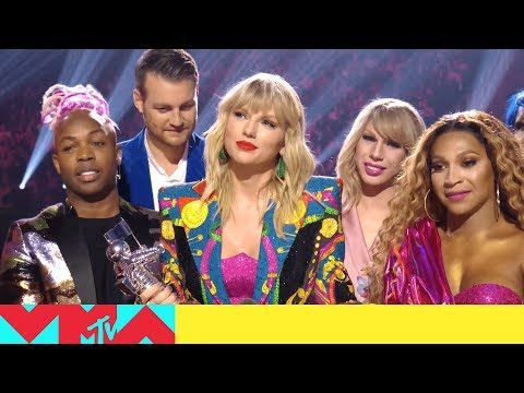Pat McMahon - Taylor Swift Calls Out The White House at VMAs