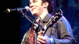 "Jonas Brothers ""SOS"" Acoustic Surprise @ El Capitan Midnight 3D Movie"
