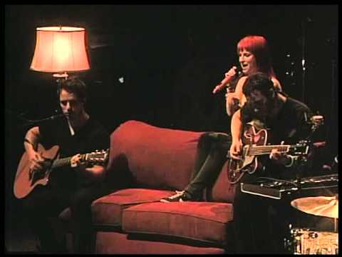 PARAMORE   When it Rains (acoustic) 2010 Gilford Live