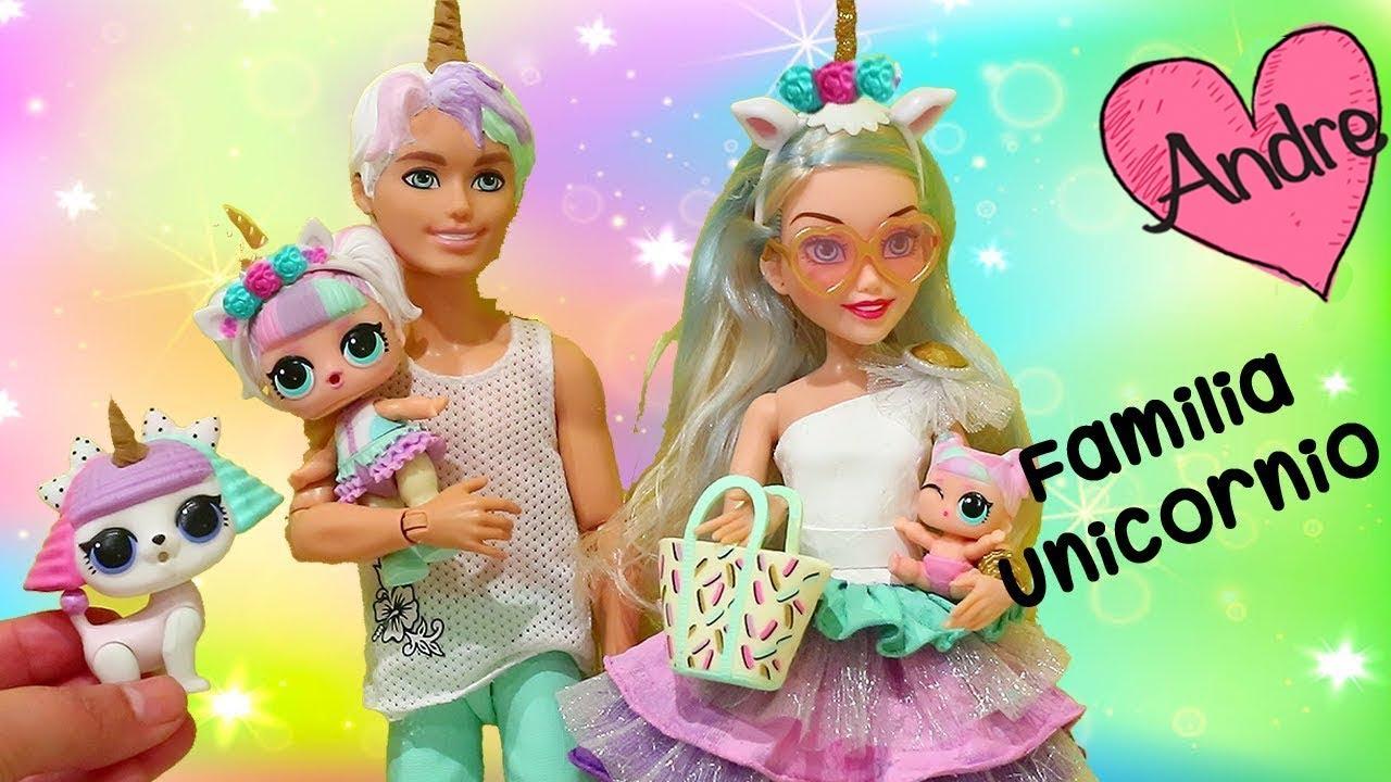 Familia Unicornio Encuentra Un Perricornio Jugando Munecas Y