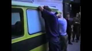 Наглые русские десантники получили хороший урок от латвийских полицейских. 1992 г