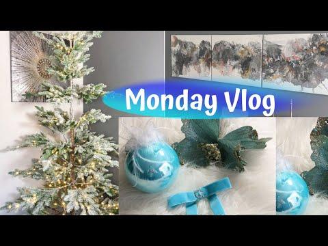 Preparing For Christmas, Bows and Wall Art DIY - Monday Vlog