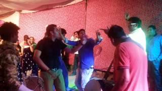 Punjabi dance on punjabi dhol beat must watch how to do bhangra on dhol ?