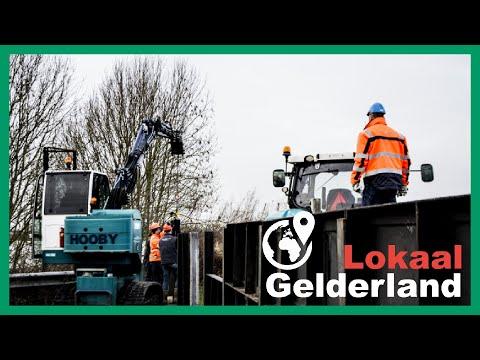 Hoog water in Zutphen, schotten worden geplaatst