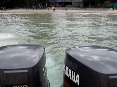 Twin Yamaha V6 200 hp accelerating ( Krabi Thailand )