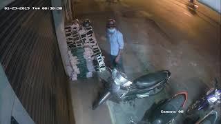 Trộm bẻ khoá xe máy