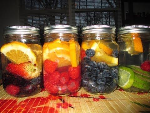 AGUA con frutas (mason jars)