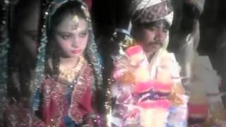 3 feet tall man marries 5 feet tall woman in multan pakistan dunya news