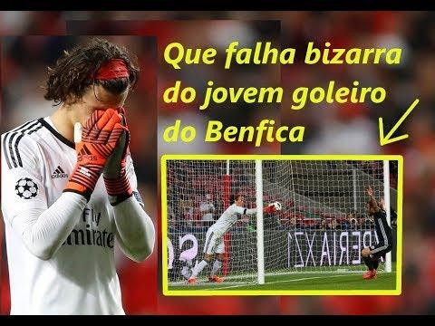 Que falha bizarra do jovem goleiro do Benfica na Champions, entrou com a bola dentro do gol