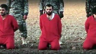 """Боевики ИГИЛ обнародовали видео казни пяти """"британских шпионов"""""""