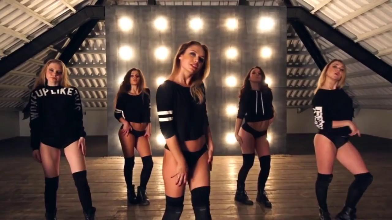 Videos of sexy girls twerking