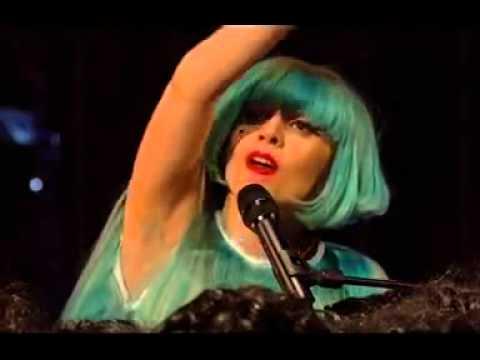 Lady Gaga aparece careca em programa de televisão