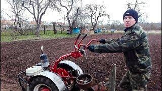 Вспашка на второй передаче мотоблоком МТЗ Беларус