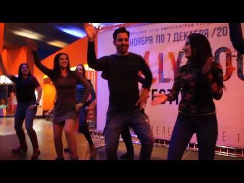 Harshvardhan Rane dancing with a Russian female fans