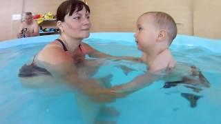 Грудничковое плавание в бассейне