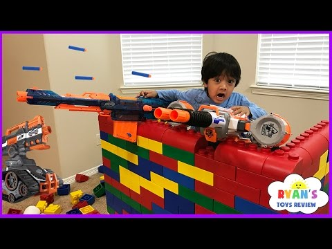 Nerf Gun War Kid vs Daddy! Protect the Fort! Family Fun Playtime with Ryan ToysReview