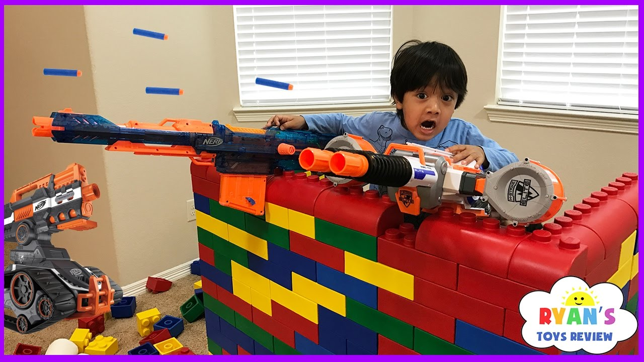 Nerf Gun War Kid Vs Daddy Protect The Fort Family Fun Playtime With Ryan Toysreview Youtube