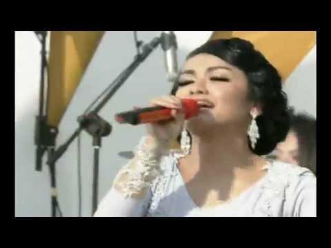 Julia Perez - Aku Rapopo Versi Sunda / MNCTV Festival Bandung (29/9)