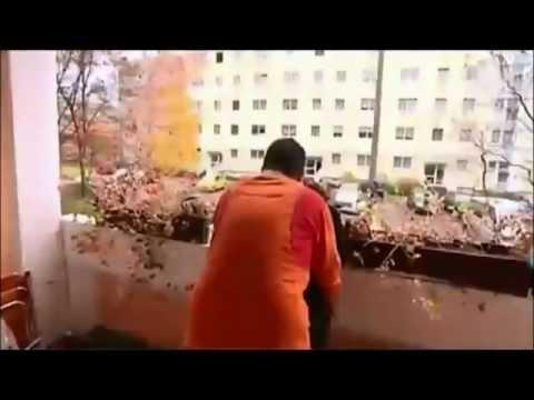 Psycho Andreas und Frau haben Sex auf dem Balkon