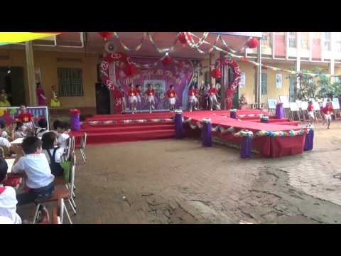 Tiết mục Dân vũ rửa tay - Ngày hội Mĩ thuật trường TH Xương Lâm