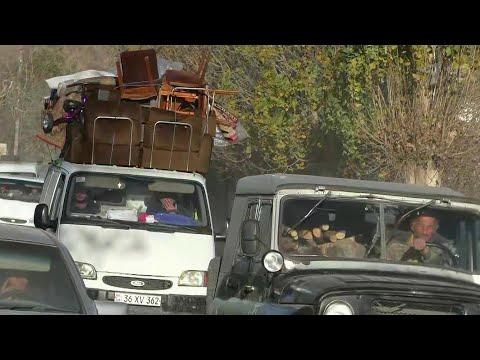 Первая группа беженцев вернулась в Нагорный Карабах, безопасность обеспечивали российские военные.