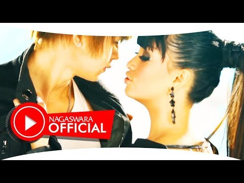 Zaskia Gotik vs Fitri Carlina - 1 Jam vs ABG Tua (Official Music Video NAGASWARA) #music