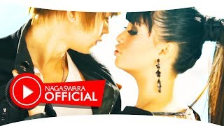Gambar cover Zaskia Gotik vs Fitri Carlina - 1 Jam vs ABG Tua (Official Music Video NAGASWARA) #music