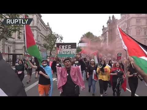 Thousand-strong anti-govt protest sweeps London