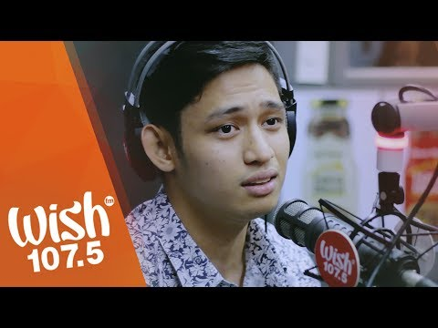 Michael Pangilinan performs Tayo Na Lang  on Wish 1075 Bus