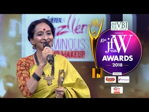 Bombay Jayashree at JFW Awards 2018 | Happy to receive this award on my Mother's Birthday