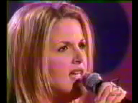 Trisha Yearwood - Down On My Knees (Live at The Ru Paul Show)