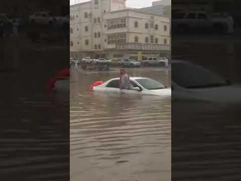 Heavy rain in Jeddah Saudi Arabia: Filipino swim to save Saudi man