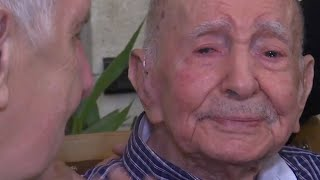 Holocaust survivor, 102, meets nephew after thinking all family died in war Mp3