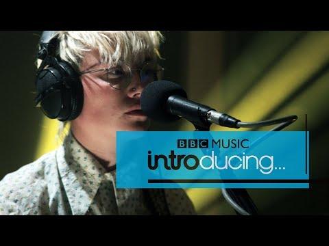 Annabel Allum - em(ily) (BBC Music Introducing session)