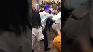Русский жених танцует на Грузинской свадьбе