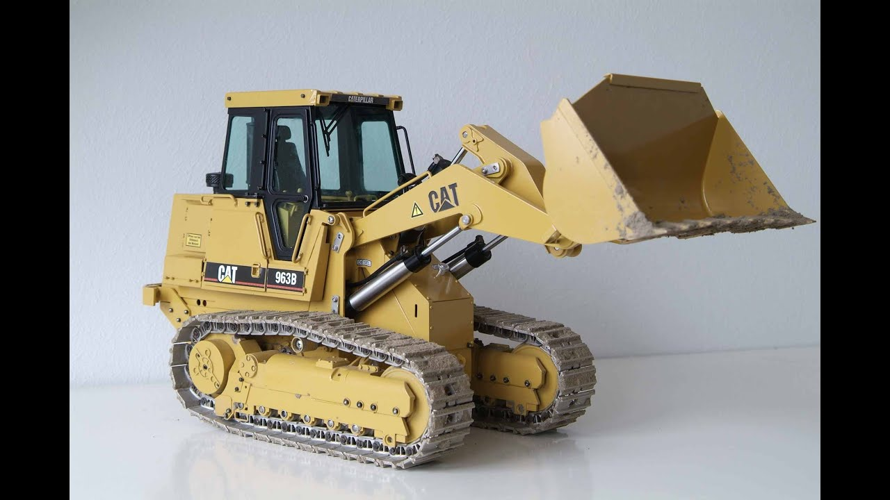 RC CATERPILLAR TRACK LOADER LOADING DUMP TRUCK IN THE MUD   SCALEART