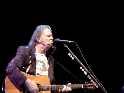 Neil Young - Oh, Lonesome Me (Calgary October 19 2008)