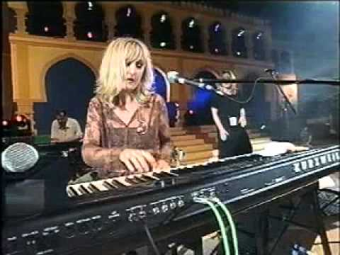 Donna Lewis performing'' Love'im'' from Blue Planet