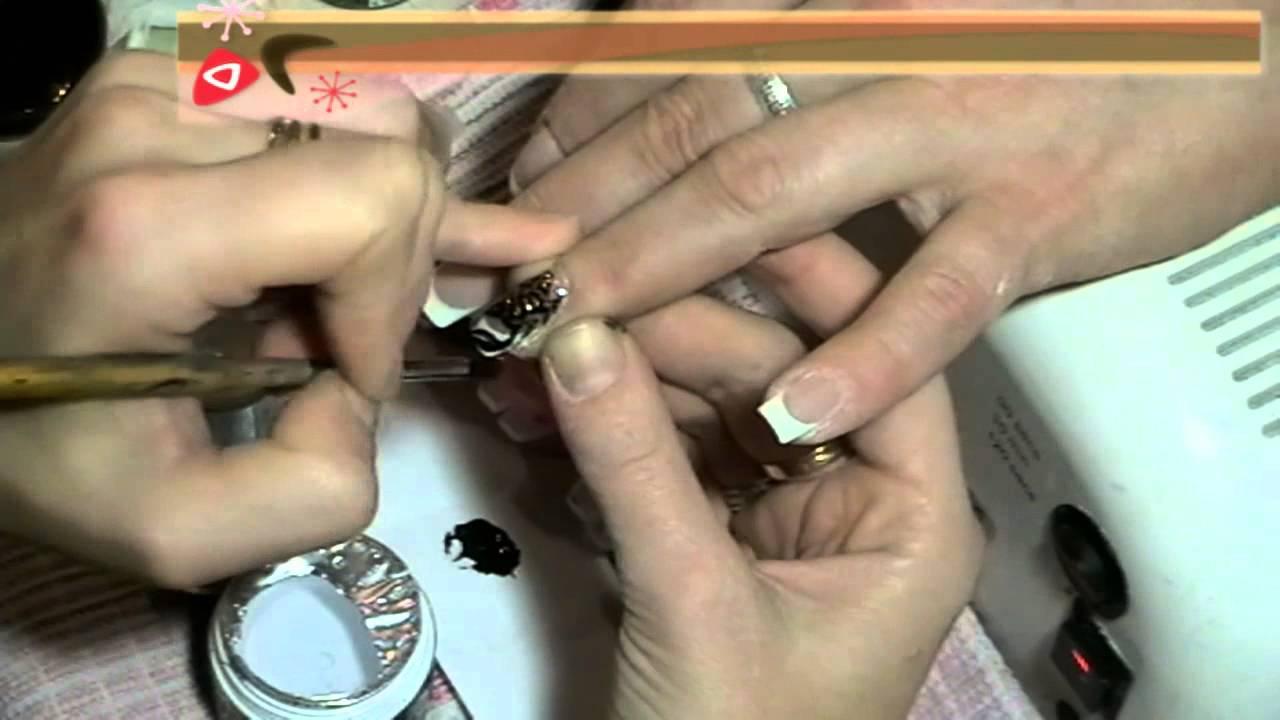 Дизайн ногтей скорпион.