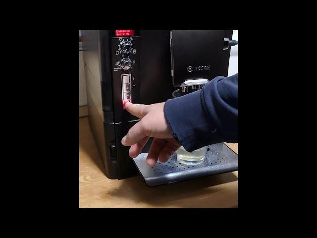 Bosch VeroCafe LattePro TES50658 vízkőtelenítés, Calcandclean program  kávéfőzővel, teljes program