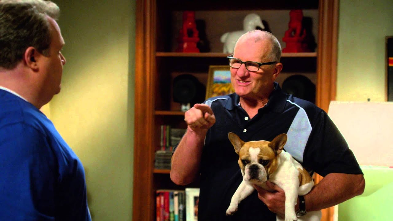 Modern Family - French Me - YouTube