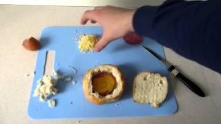 Рецепт завтрака - яйцо в булочке
