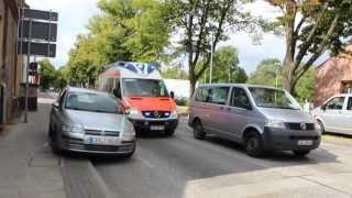 Как в Германии пропускают автомобили скорой помощи.(Когда был в Германии-заснял автомобиль скорой помощи и то,как автомобилисты пропускают спец-транспорт., 2013-06-30T13:38:33.000Z)