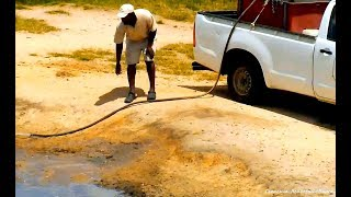 Дикая природа Африки Спасение зверей от жажды в засуху Rescue of animals from thirst in drought