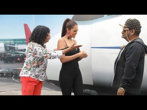El Wasap de JB: La Foquita llena su avión de bellas chicas