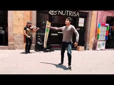 Street freestyle dance with a Violinist at Querétaro city, México