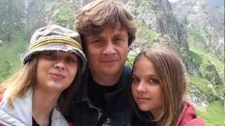 Судаков и его дочери... делают фото... ой видео(Help us caption & translate this video! http://amara.org/v/FoYJ/, 2012-07-22T18:20:13.000Z)