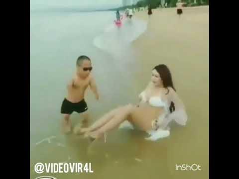 Video bokep!!!!  Cwek cantik lagi mandi