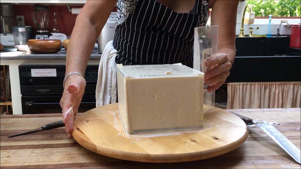 Icing A Square Cake With Acrylic Disks Youtube