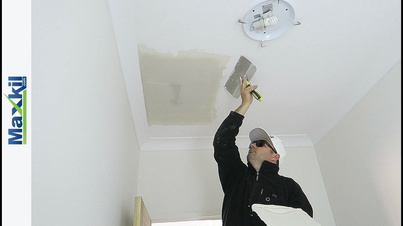 Applying Plaster Compound To Wall Amp Ceiling Repair Joints